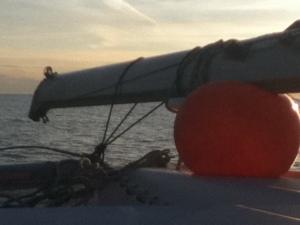 Lever de soleil (et mât...) sur le pont